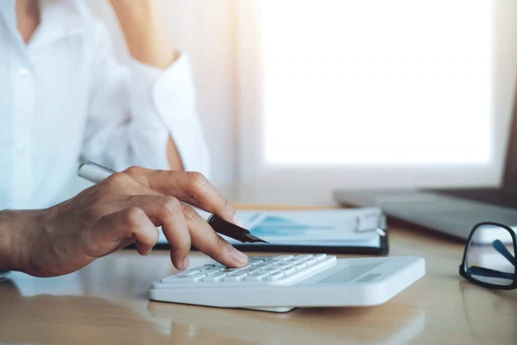 วิธีการเลือกระบบการจัดการเงินเดือนที่ดีที่สุด?